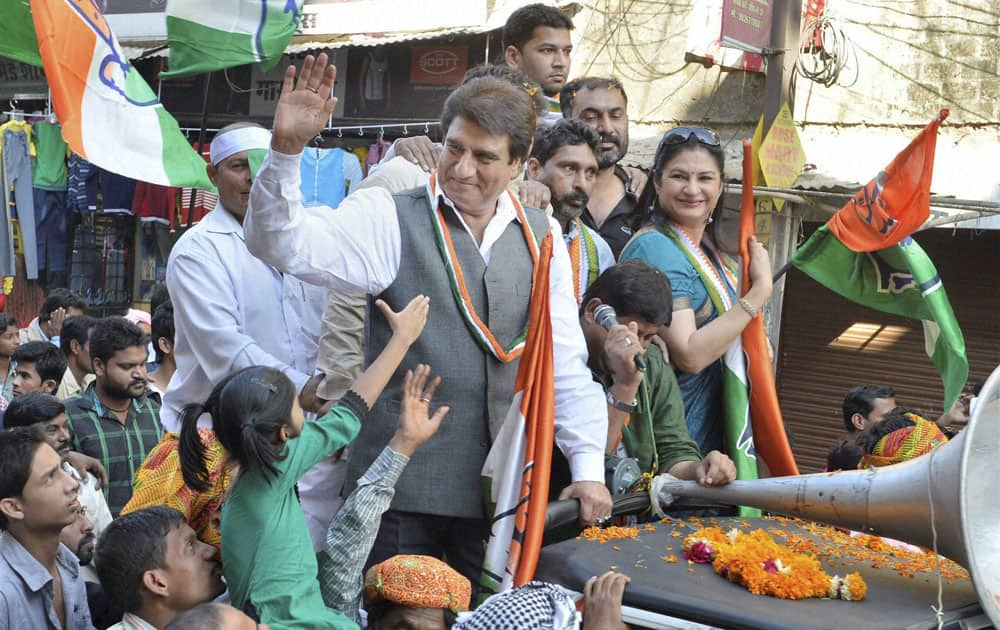 Congress MP Raj Babbar campaigning for the party candidate Arif Masood in Bhopal.