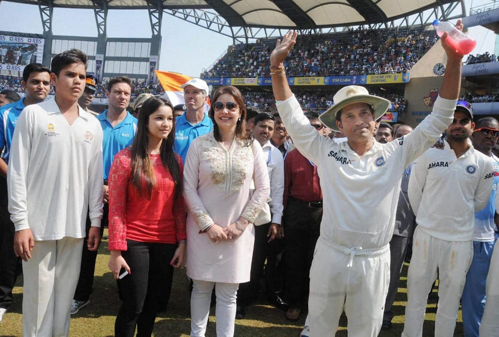 Sachin Tendulkar with his family during his farewell ceremony at Wankhede stadium in Mumbai.