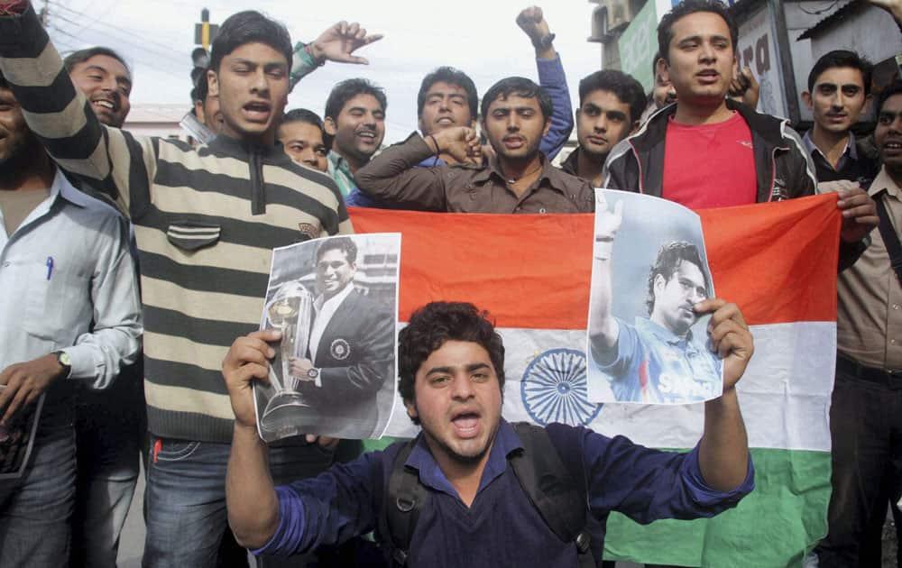 Fans express their feelings in Jammu as Sachin Tendulkar played his last test match.