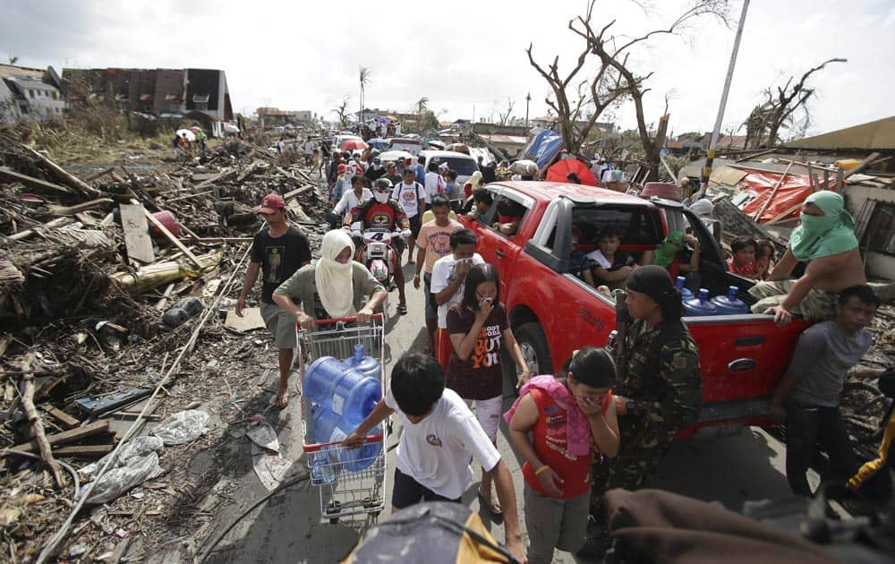 Survivors fill the streets to the downtown area as they race for supplies at typhoon ravaged Tacloban city, Leyte province central Philippines.