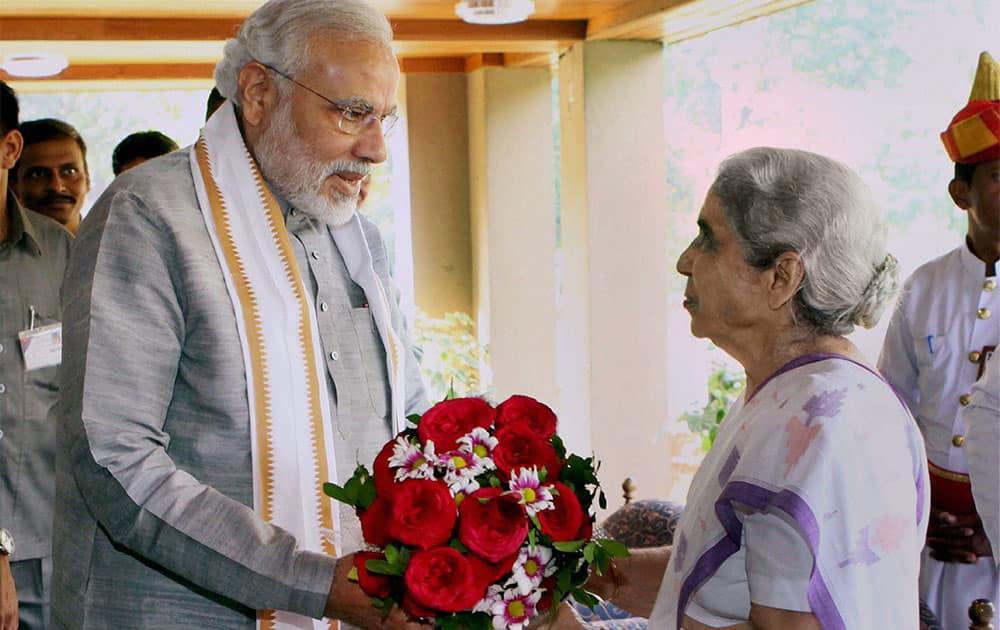 Gujarat Chief Minister Narendra Modi greets Governor Kamla Beniwal on the ocassion of New Year at Rajbhavan in Gandhinagar.
