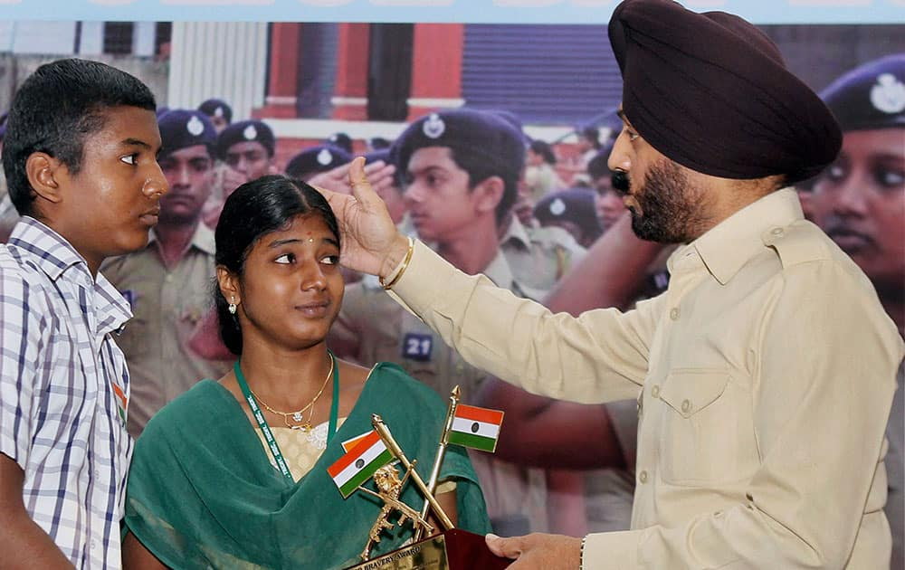 All India Anti Terrorist Front Chairman MS Bitta honoring a family member of a policeman, who lost his life in action during `Veer Bravery Awards` function during a commemorative programme `Zara Yaad Karo Qurbani` in Chennai.