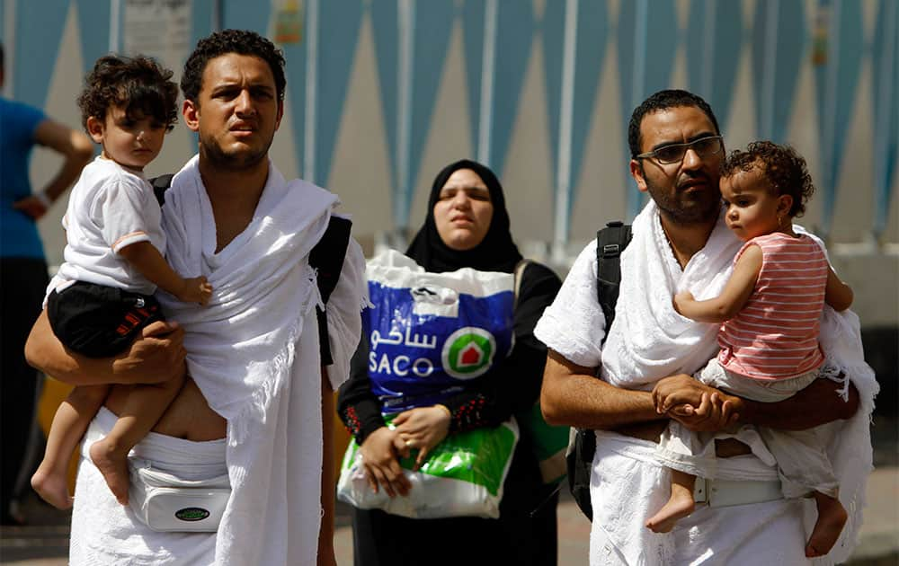 Muslim pilgrims carry their luggage as they prepare to leave Mecca to begin the hajj ritual, in the Muslim holy city of Mecca, Saudi Arabia.