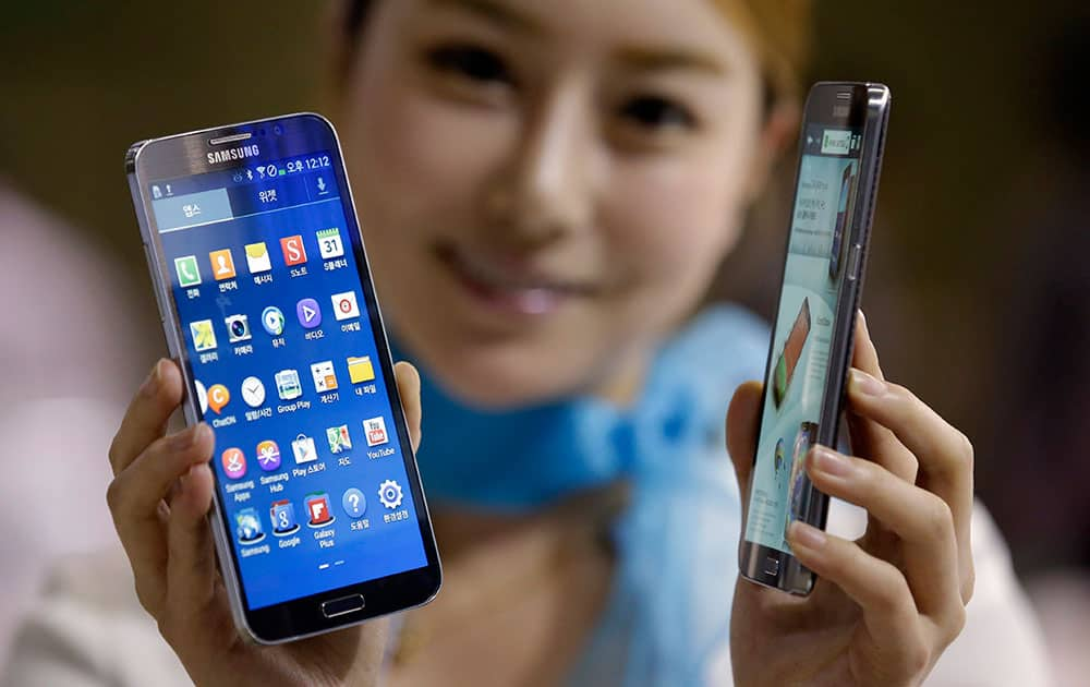 A model poses with Samsung Electronics` smartphones the Galaxy Round for photos at Korea Electronics Show in Goyang, west of Seoul, South Korea.