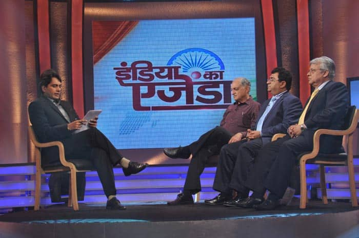 Anchor Sudhir Chaudhary with Dr Narottam Puri, Dr Mahesh Verma and Bejon Mishra at India Ka Agenda.