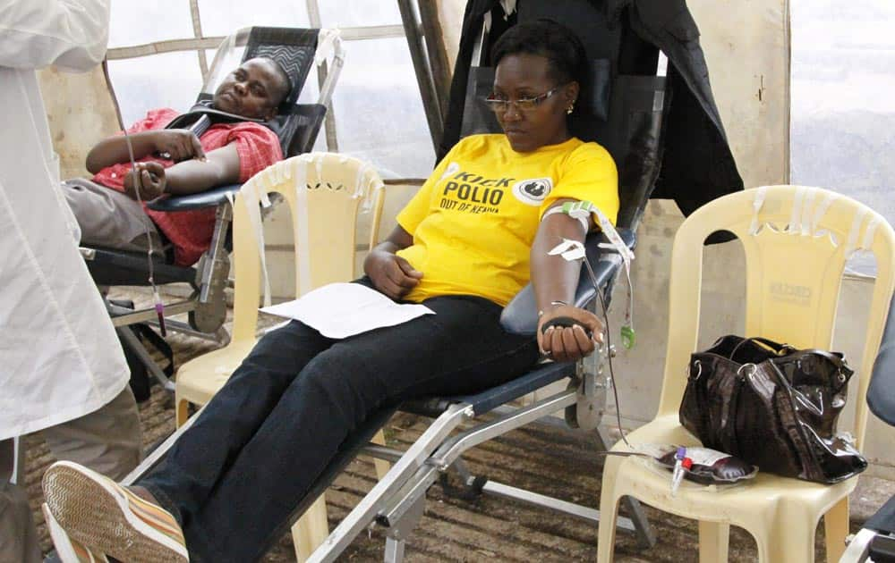 People donate blood for injured persons in an attack at the Westgate Mall, at Uhuru Park in Nairobi.