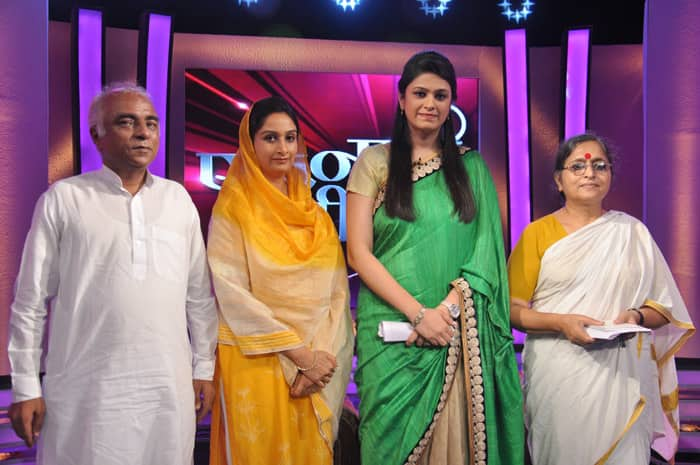 Chairman of an NGO, Sanjoy Sachdev; Harsimrat Kaur, Member Of Parliament from the Shiromani Akali Dal; journalist Kshama Sharma pose on the sets of Bharat Bhagya Vidhata.