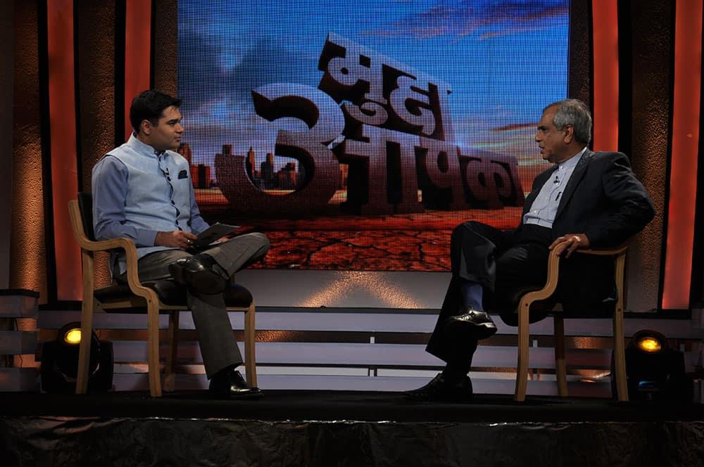 Economist Rajeev Kumar talking about price rise with anchor Amish Devgan.
