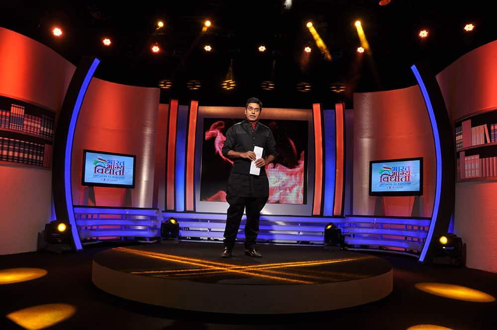 Ashutosh Rana anchoring the show `Nishane Pe`.