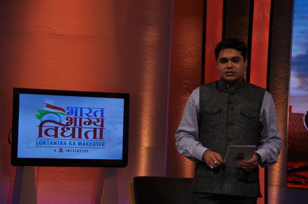 Anchor Amish Devgan on the sets of Bharat Bhagya Vidhata.