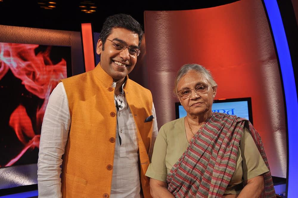 Anchor Ashutosh Rana and Sheila Dikshit, CM of Delhi, on the sets of `Nishane Pe`.