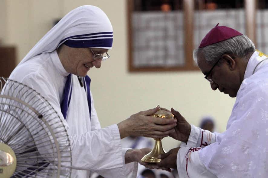 Thomas D`Souza, archbishop of Kolkata receives the holy urn from Missionaries of Charity Superior General Sister Mary Prema during a special mass marking the birth anniversary of Mother Teresa in Kolkata.