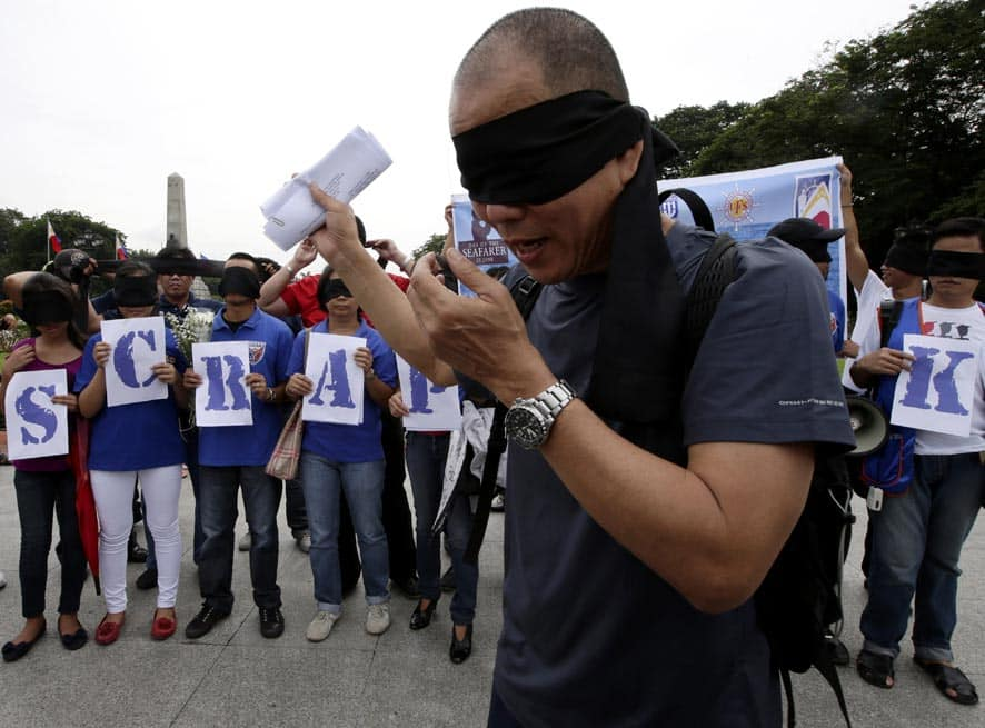 Roman Catholic priest Fr. Robert Reyes prepares to run blindfolded along with supporters to protest the recent pork barrel scandal which centered on a powerful businesswoman who allegedly collaborated with Philippine senators and congressmen in channeling the funds but went into hiding after she was charged with illegal detention of a whistle-blower, in Manila.