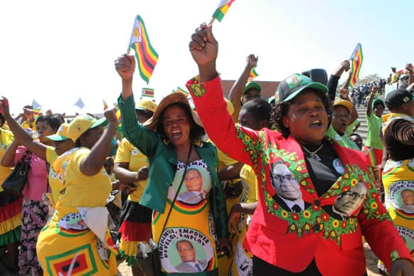 Supporters of Zimbabwean President elect, Robert Mugabe sing and dance, at the country`s commemoration of Heroes day, in Harare.