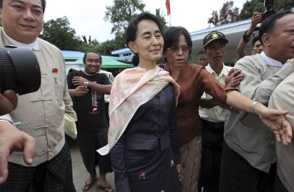 Myanmar opposition leader Aung San Suu Kyi leaves a meeting with officials from Myanmar Peace Center and Lower House Speaker Thura Shwe Mann at Myanmar Peace Centre Sunday in Yangon Myanmar.