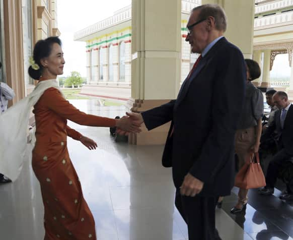 Myanmar opposition leader Aung San Suu Kyi shakes hands with Australian Foreign Minster Bob Carr during their meeting in Naypyitaw, Myanmar.