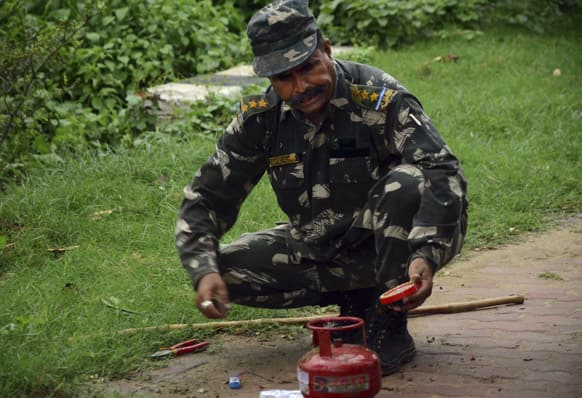 A bomb squad member defuses a suspected timer fitted device near a hotel in Bodhgaya, about 130 kilometers (80 miles) south of Patna, the capital of the eastern Indian state of Bihar.