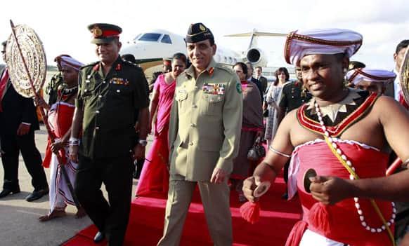 Pakistan's army Chief Gen. Ashfaq Parvez Kayani walks along with his Sri Lankan counterpart Gen. Jagath Jayasuriya upon his arrival in Colombo. Gen. Kayani is on an official three-day visit to Sri Lanka.