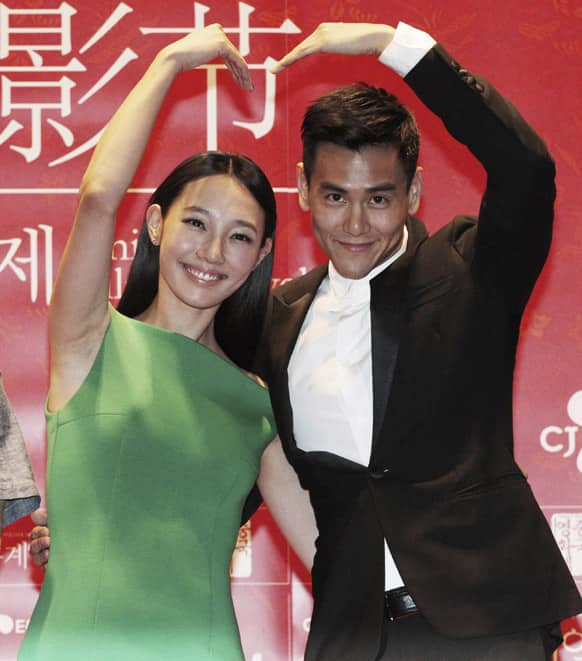 Chinese actress Bai Bai He and Taiwanese actor Eddie Peng pose during a press conference to promote their move