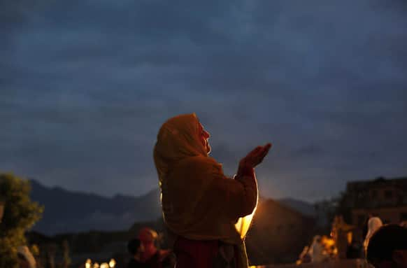 A Kashmiri Muslim woman prays early in the morning at Hazratbal shrine during a ceremony a week after the occasion of Mehraj-u-Alam, in the outskirts of Srinagar.
