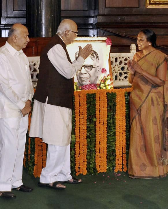Lal Krishna Advani exchanges greetings with Indian parliament's lower house Speaker Meira Kumar at a ceremony to pay tributes to former Speaker K.S. Hegde on his birth anniversary in New Delhi.
