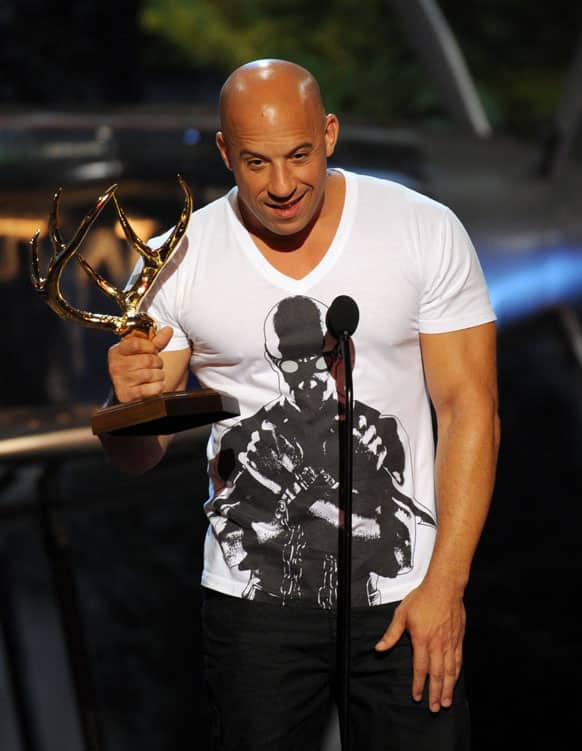 Vin Diesel accepts the troops choice award at Spike TV`s Guys Choice Awards at Sony Pictures Studios, in Culver City, Calif.