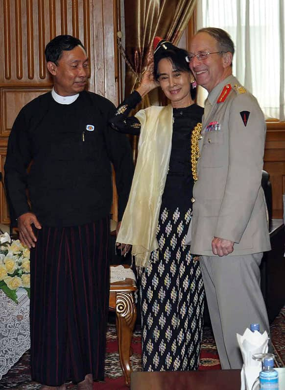 British Chief of the Defense Staff Gen. David Richards, right, talks with Myanmar`s Lower House Speaker Thura Shwe Mann, left, and Myanmar opposition leader Aung San Suu Kyi during their meeting in Naypyitaw, Myanmar.
