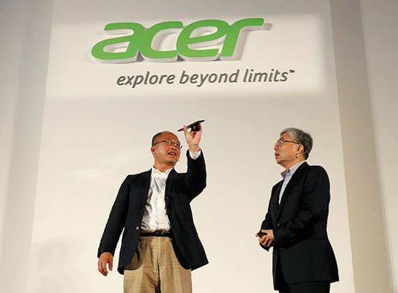 Acer Inc. Associated Vice President of Mobile Computing David Lee, left, describes features of the new smartphone Liquid S1 to President Jim Wong at an international press conference on the eve of the opening of Computex, one of the world`s largest IT exhibitions, in Taipei, Taiwan.