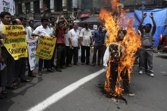 Protestors burn an effigy of India`s cricket chief Narainswamy Srinivasan as they demand his resignation in Kolkata.
