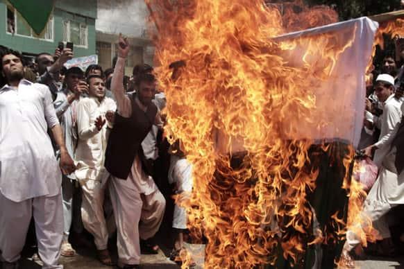 Afghans chanting