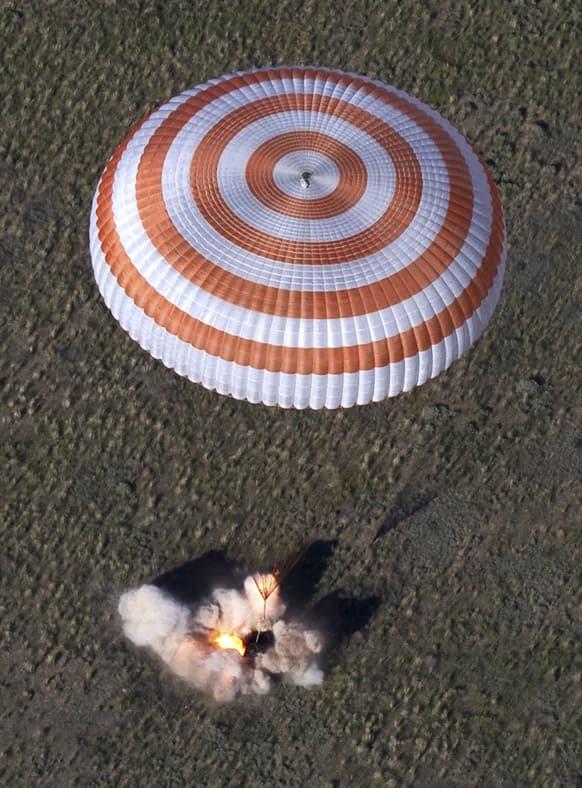 The Russian Soyuz space capsule, carrying US astronaut Thomas Marshburn, Russian cosmonaut Roman Romanenko and Canadian astronaut Chris Hadfield, lands some 150 km (90 miles) southeast of the town of Dzhezkazgan in central Kazakhstan.