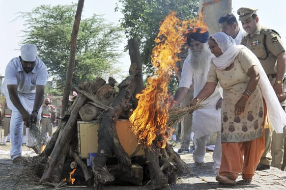 Dalbir Kaur lights the funeral pyre of her brother Sarabjit Singh at Bhikhiwind.