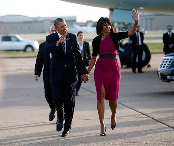 President Barack Obama and first lady Michelle Obama walk from Air Force One at Dallas Love Field, as they arrive to attend the George W. Bush presidential library dedication and the memorial for victims of the fertilizer plant explosion in West, Texas.