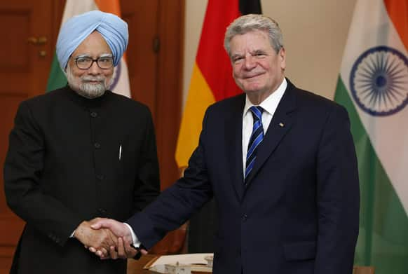 German President Joachim Gauck and the Prime Minister of India, Manmohan Singh, shake hands prior to a meeting at the Bellevue Palace in Berlin.