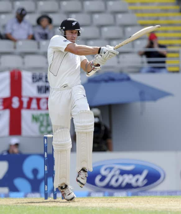 New Zealand`s Peter Fulton hooks against England on the second day of the 3rd international cricket test, Eden Park, Auckland, New Zealand.