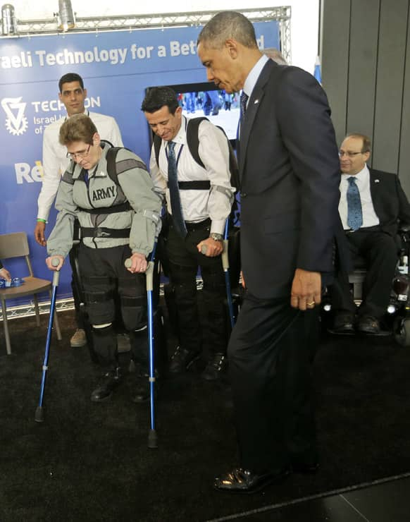 US President Barack Obama walks alongside of with Sgt. Theresa Hannigan, left, from Long Island, New York and Radi Kaiuf, center, during a tour of the Technology Expo in Jerusalem, Israel.