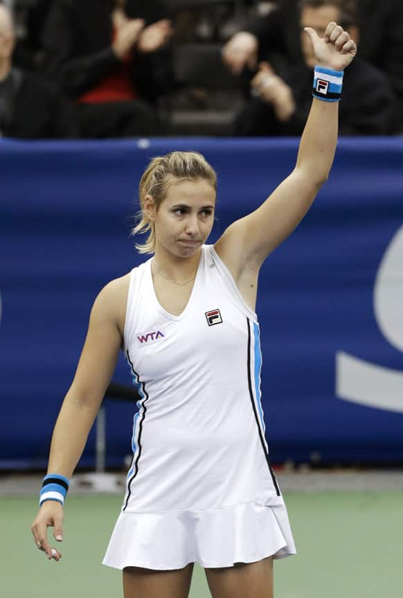 Marina Erakovic, of New Zealand, waves to the crowd after winning the final round tennis match against Sabine Lisicki, of Germany, at the US National Indoor Championships, in Memphis, Tenn.