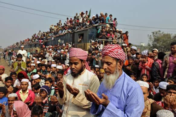 Bangladeshi Muslim devotees pray during the last day of the three-day Islamic Congregation at Tongi station, outskirts of Dhaka.