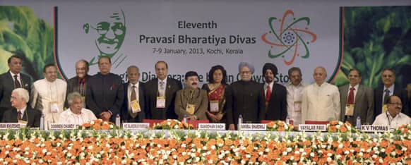 Salman Khurshid, CM of Kerala Oommen Chandy, Mauritian President Rajkeswur Purryag,  Manmohan Singh, pose for a photograph along with other politicians during the Pravasi Bhartiya Divas (PBD), or non-resident Indian day, in Kochi.