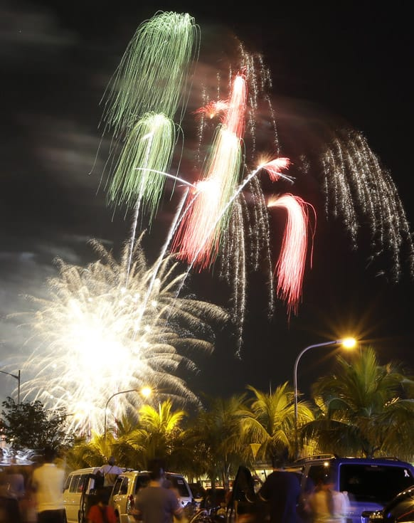 Fireworks light up the sky to welcome the New Year, at the scenic Manila Bay in Manila, Philippines.