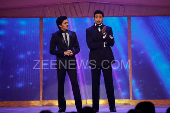 Riteish Deshmukh and Abhishek Bachchan strike a funny pose on the stage.