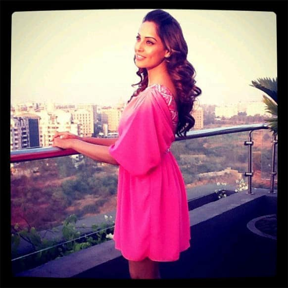 Isn't Bipasha Basu looking stunning in this pink dress? The dimpled lady posted this pic of hers on Twitter and wrote,