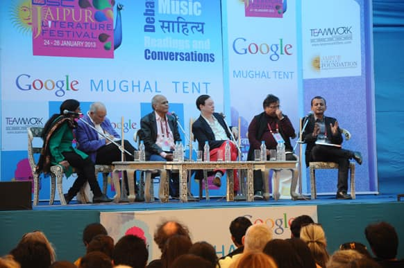 A talk titled 'Literature of love and Longing' in progress between the session speakers Andrew Solomon, Tahar Ben Jelloun, Saleem Kidwai, Devdutt Patnaik, and Philip Hensher with Sandip Roy as the moderator.