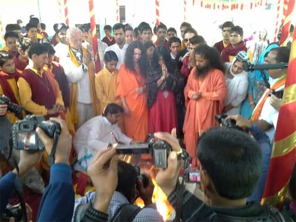 The official Twitter handle of Ekta Kapoor's multi-starrer 'Ek Thi Daayan' recently tweeted this pic from the team's recent visit to the Maha Kumbh. The accompanying tweet read: