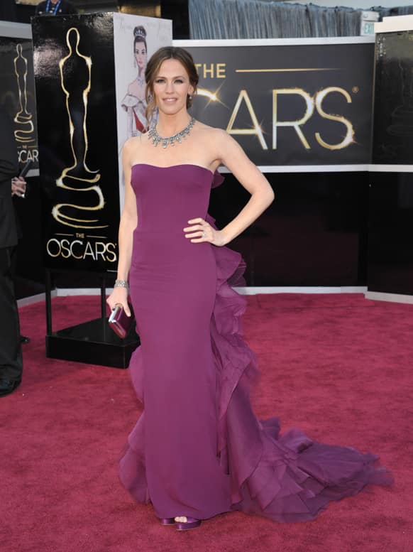 Actress Jennifer Garner arrives at the Oscars at the Dolby Theatre.
