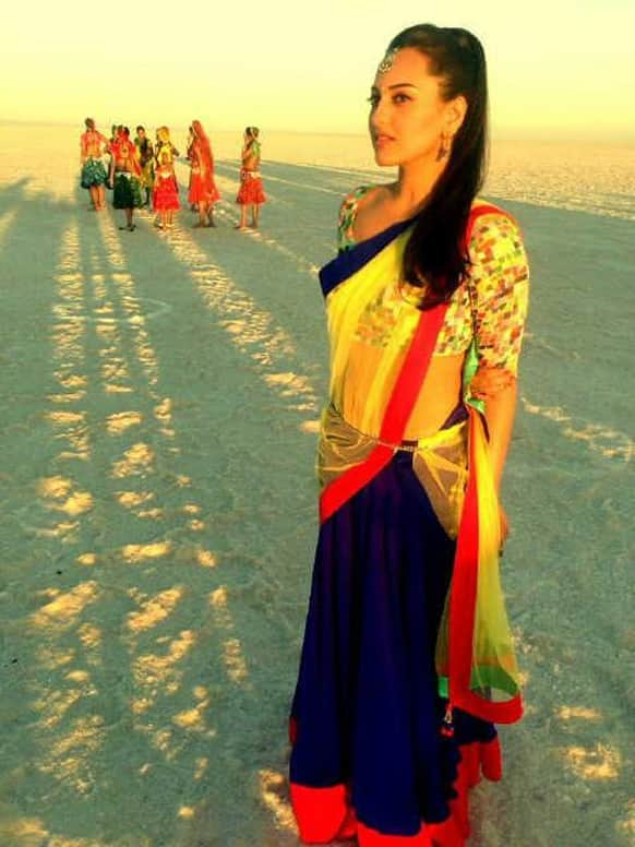 Sonakshi Sinha was recently snapped by Shahid Kapoor in Bhuj where the two are shooting for 'Rambo Rajkumar'.