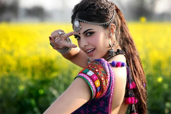 The first look of Jacqueline Fernandez in the song 'Jaadu ki jhappi' from the film 'Ramaiya Vastavaiya'.