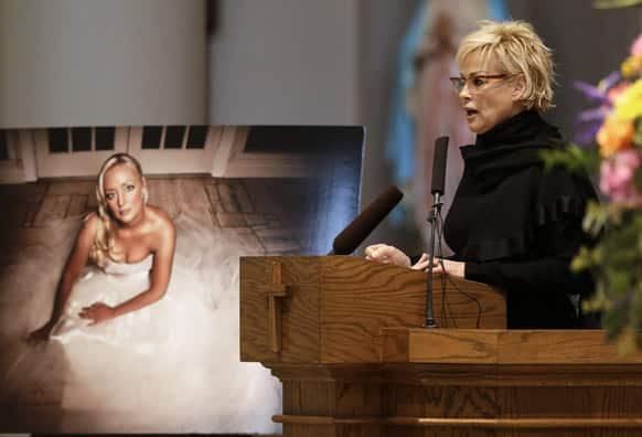 Lorrie Morgan speaks during a memorial service for fellow country singer Mindy McCready, in Nashville, Tenn. McCready committed suicide Feb. 17 in Heber Springs, Ark.