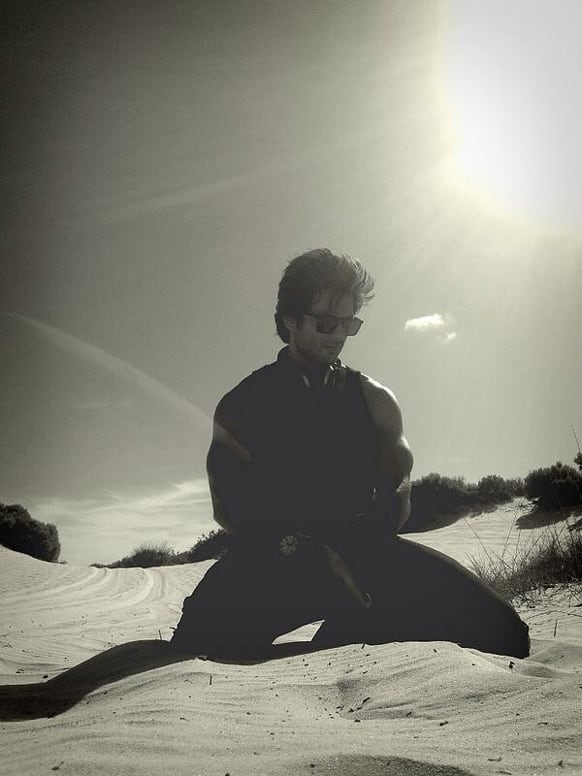 Shahid Kapoor posted this pic on Twitter and wrote,