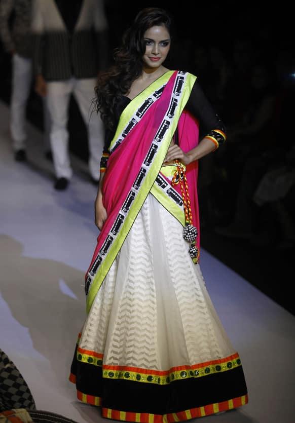 Bollywood actress Shajan Padamsee displays a creation by Archana Kochhar during the Lakme Fashion Week in Mumbai.